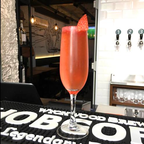 Mundano Bar em São Paulo Drink Morango